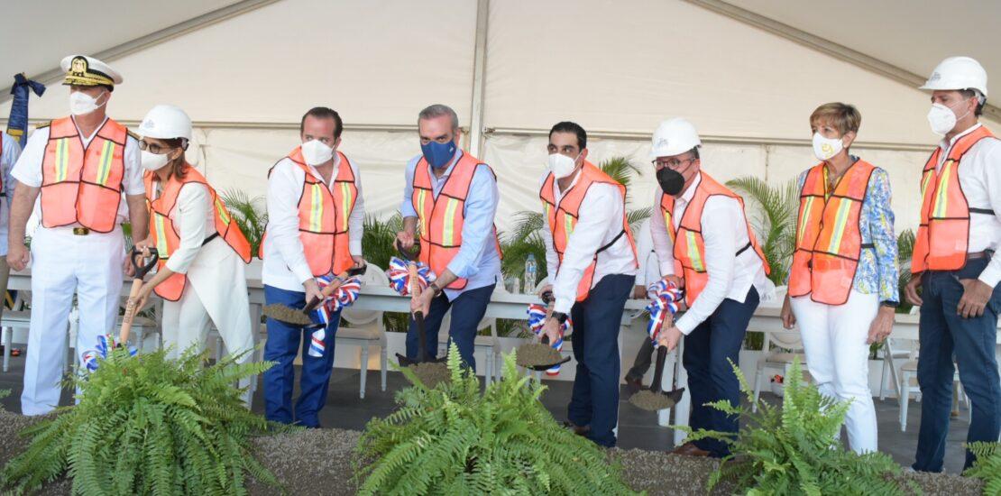 Presidente Luis Abinader da primer picazo para construcción del Espigón para pescadores en puerto de Puerto Plata